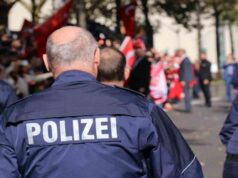 Berlino, duemila persone scese in piazza contro le misure restrittive: fermi e caos