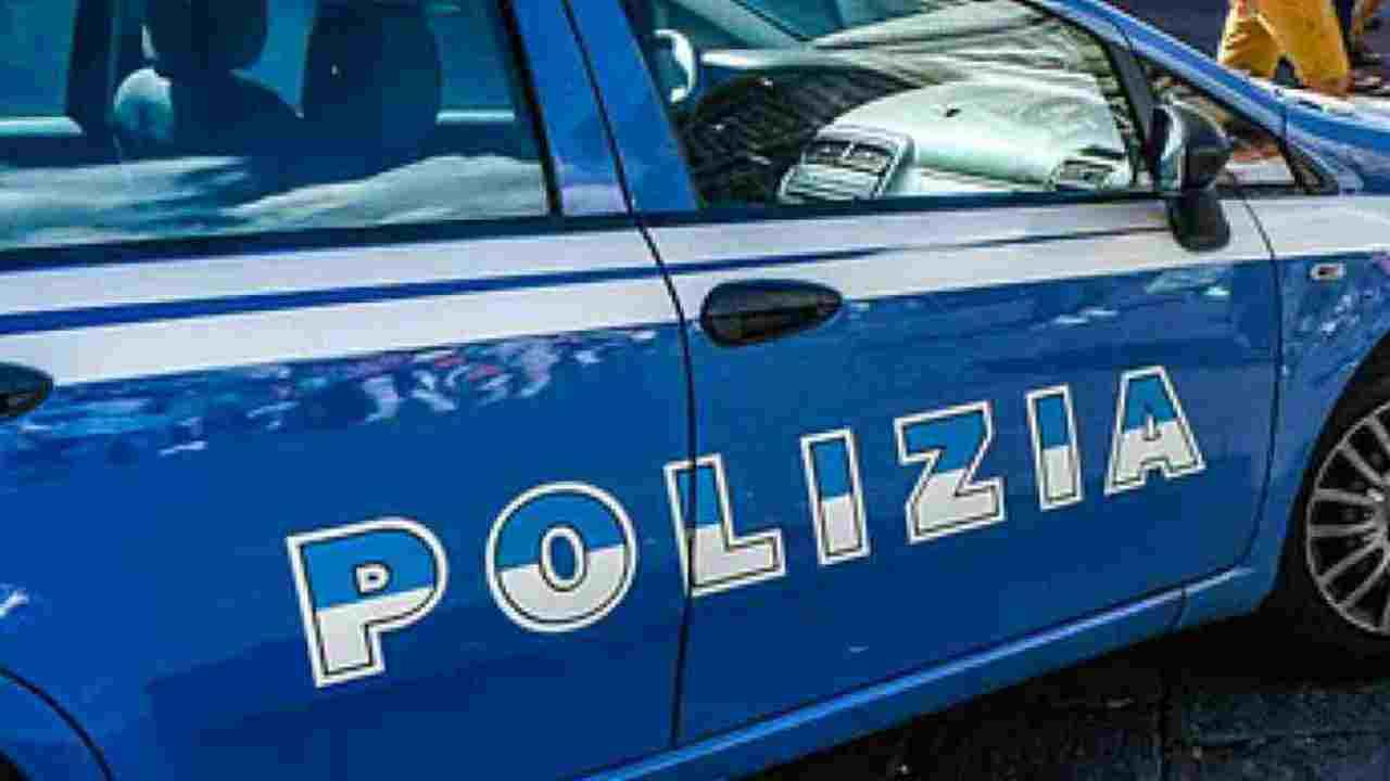 Uomo di 32 anni picchia i passanti e manda una anziana in ospedale: follia a Firenze