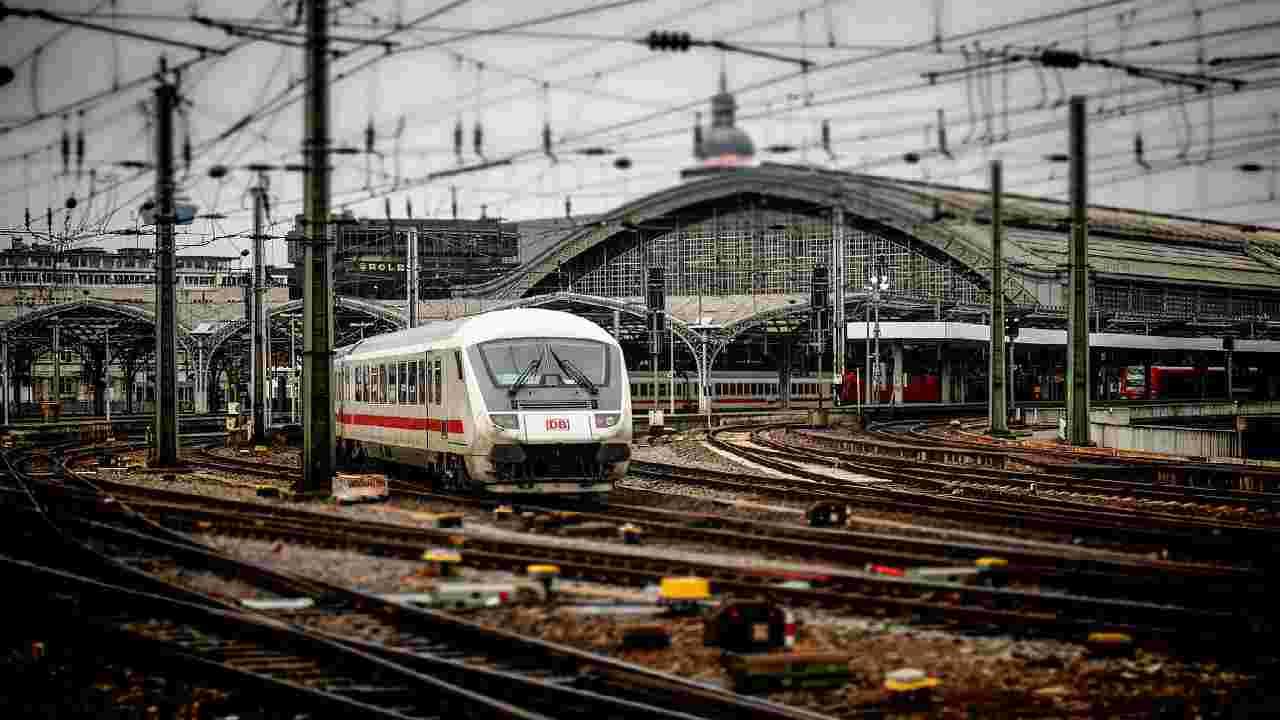 stazione ferroviaria lione sventato attentato terroristico