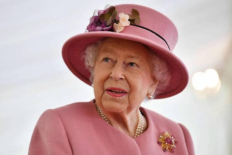 regina elisabetta seconda primo piano