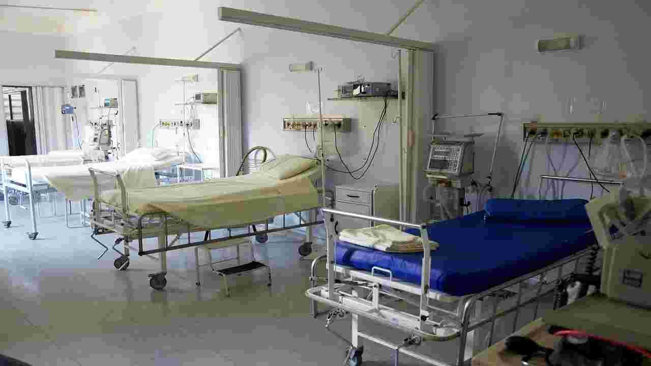 muore ospedale aggressione parenti