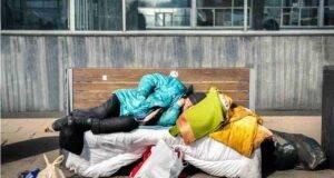 senzatetto multato Como