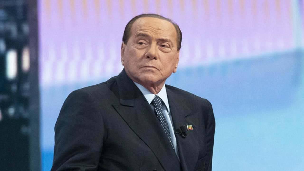 """Silvio Berlusconi, linea dura per il Conavirus: """"Conte ci deve ascoltare"""""""