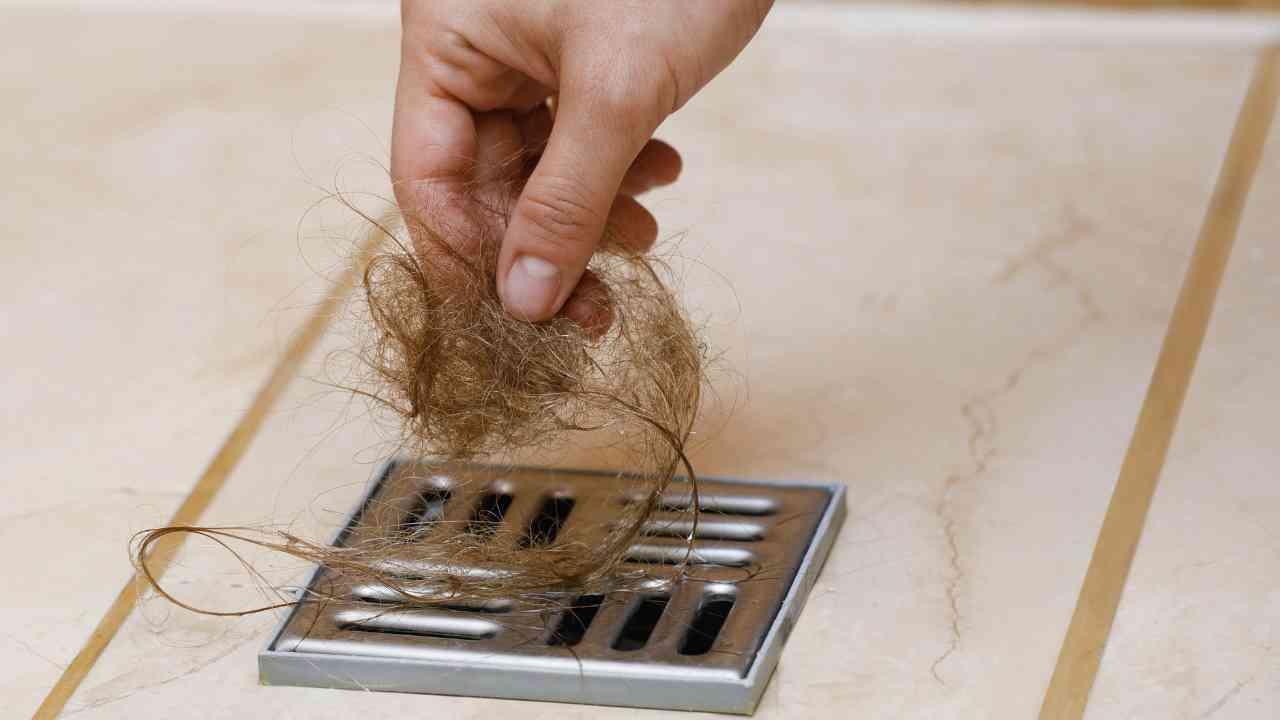 scarico della doccia intasato dai capelli