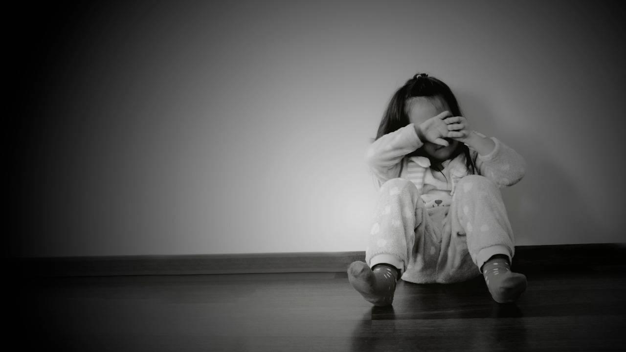 abusi bambina 4 anni