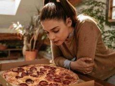 ragazza e pizza