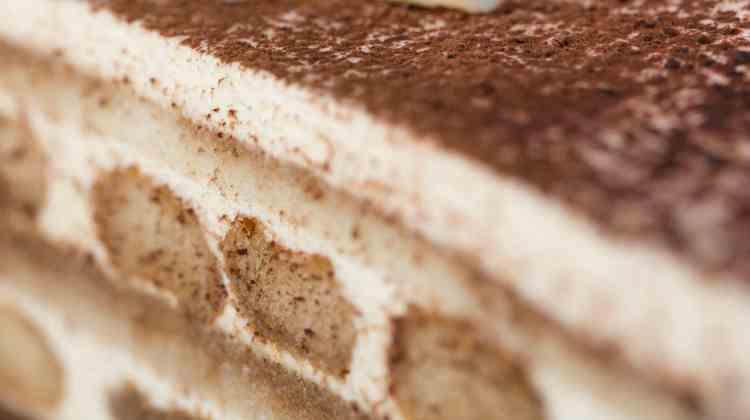torta tiramisù affettata