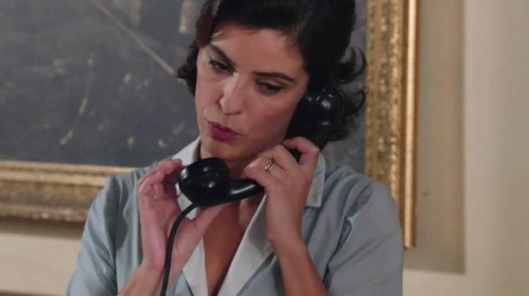 Beatrice riceve telefonata