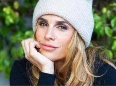 Elisabetta Canalis resta senza intimo