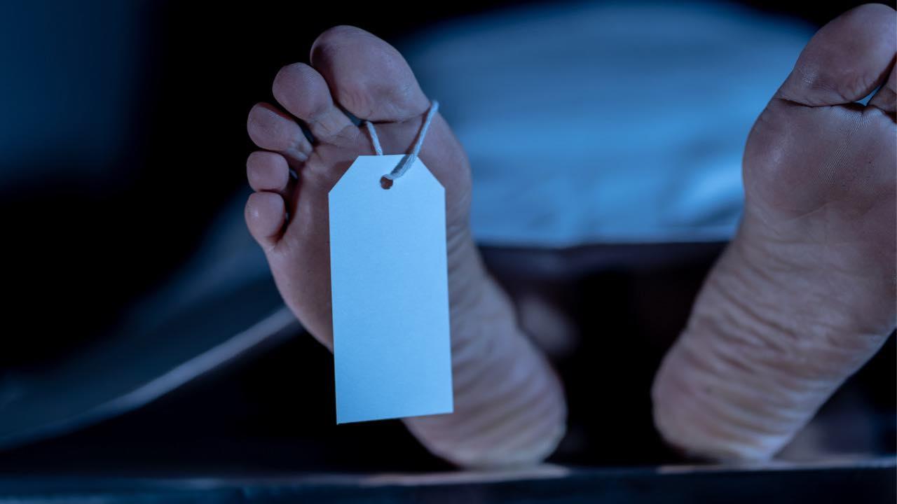 Nasconde corpo nel congelatore per 10 anni