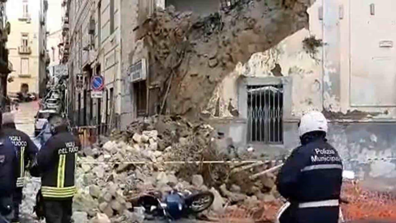 chiesa crollata napoli