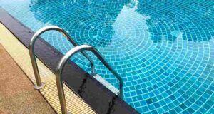 bambina morta annegata piscina