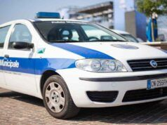 agente polizia municipale aggredito