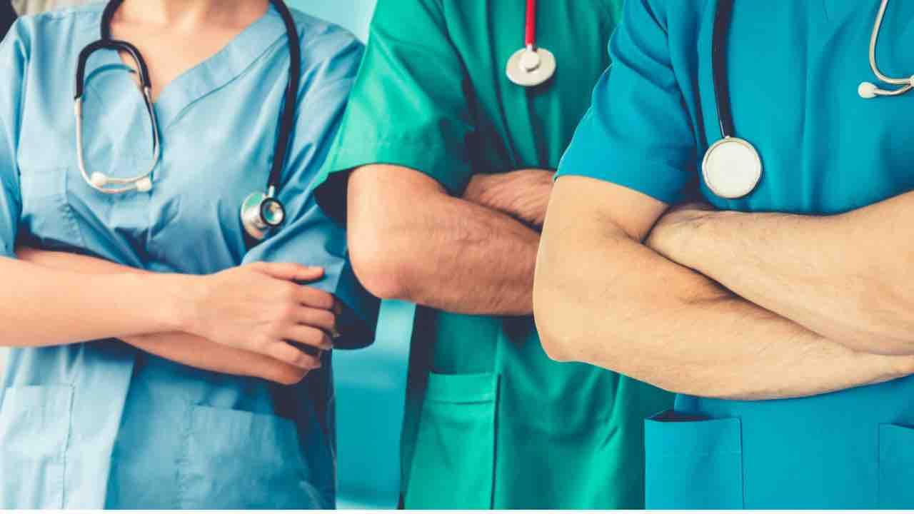 Contratto nazionale infermieri, protesta social