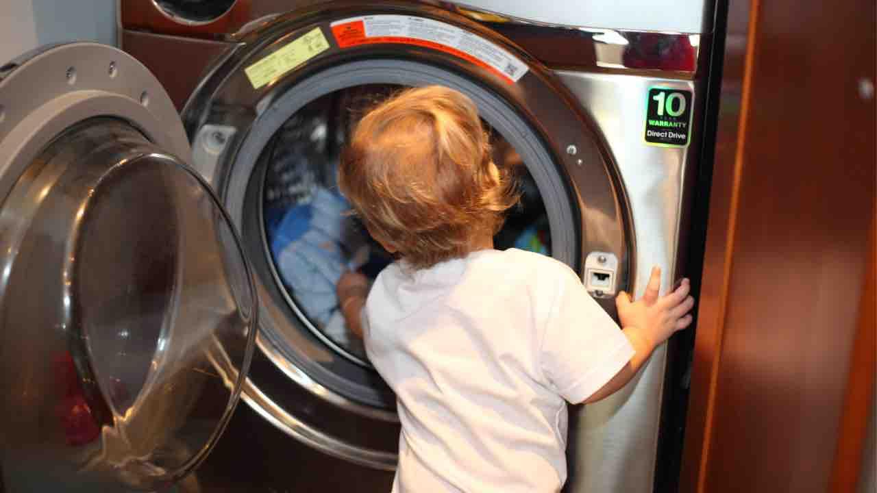 Nuova Zelanda, il bambino morto in lavatrice