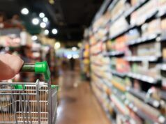 bimba schiacciata carrello supermercato