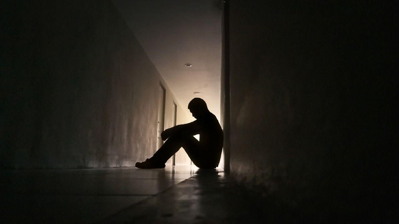 violenza su adolescente, arrestato padre violento