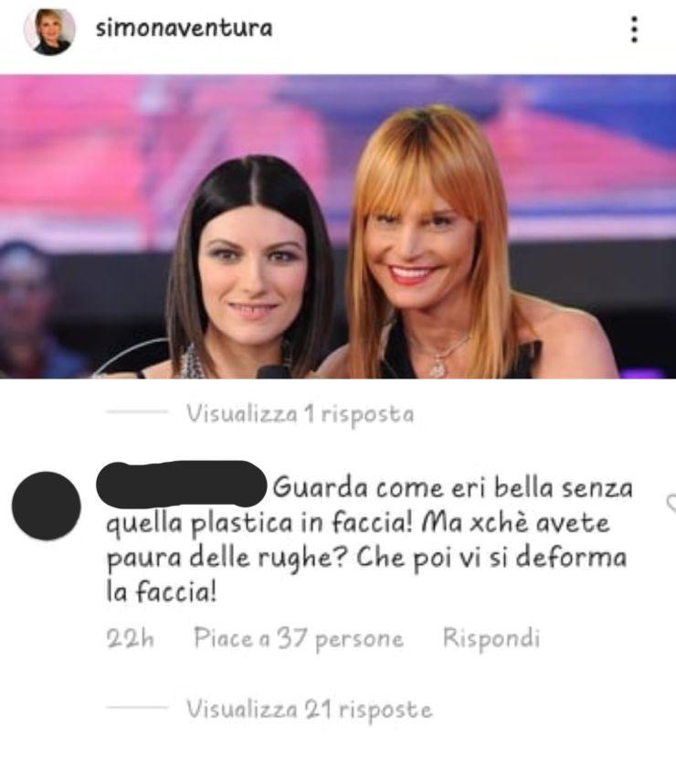 """Laura Pausini, la foto con Simona Ventura sotto attacco degli haters: la polemica"""""""