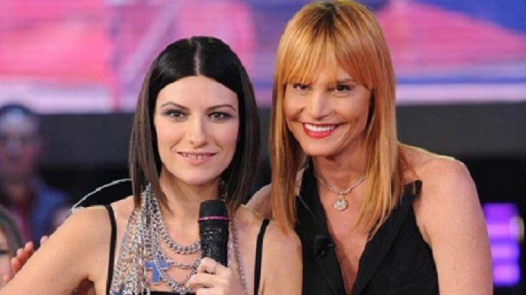 Laura Pausini, la foto con Simona Ventura sotto attacco degli haters: la polemica