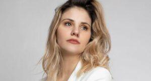Arianna Montefiori, dopo il Paradiso si concede un bagno di sole: sensuale e bellissima