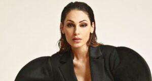 Anna Tatangelo, il bikini non copre tutto: la foto da infarto infiamma il web - FOTO
